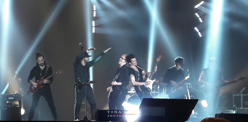 Raf Tozzi e la band sul palco