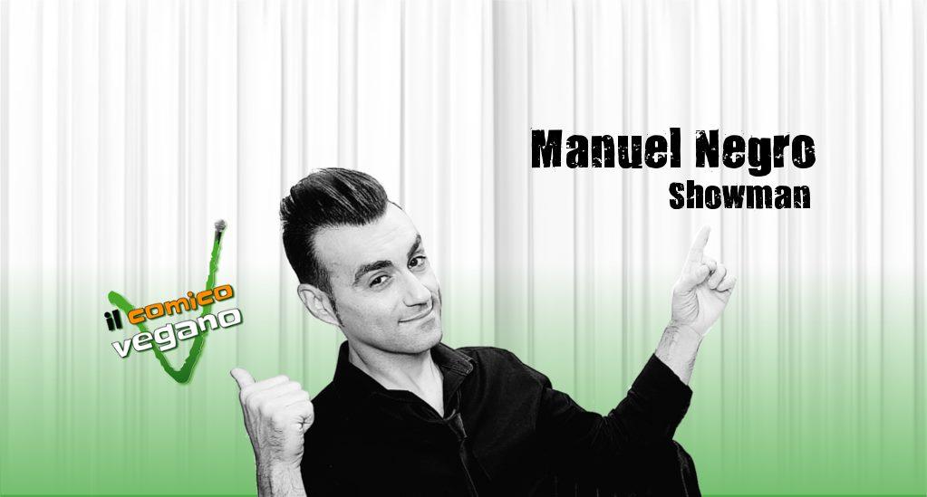 Commenti antivegani di Manuel Negro nella foto sorridente con camicia nera e braccia aperte