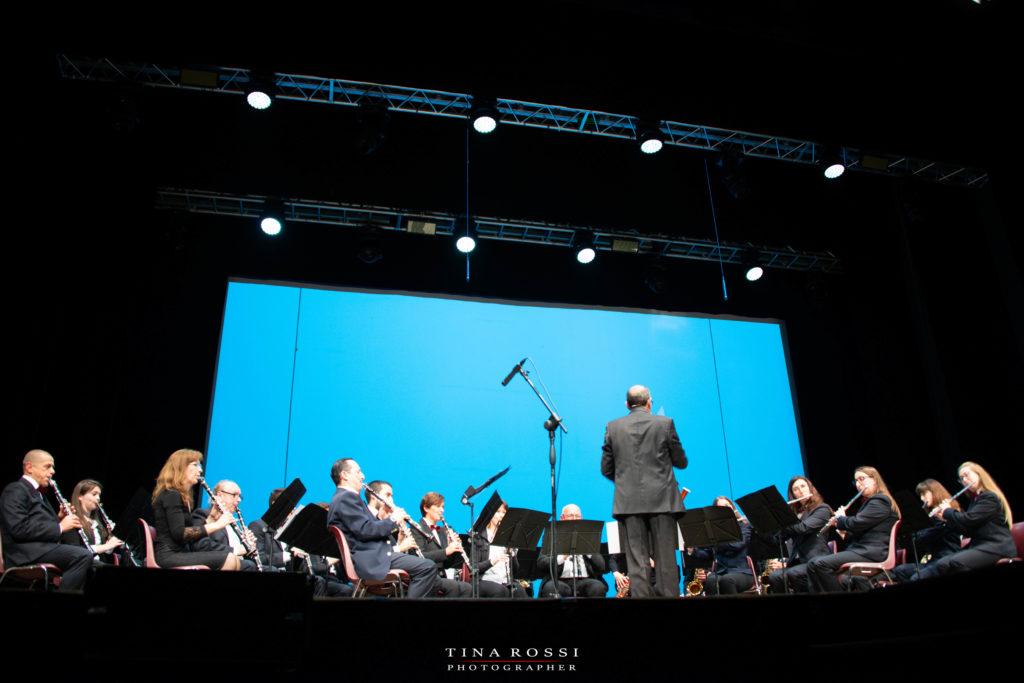 Orchestra filarmonica sul palco del Polio Day