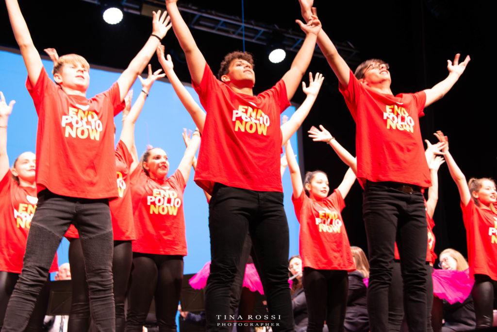 della LP Best Crew Collaboration  con la maglietta rossa del Polio day