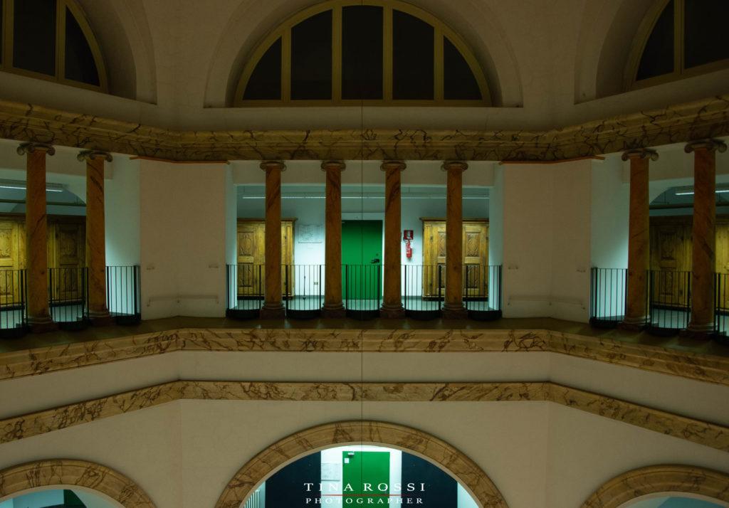 l'archivo di statp con il colonnato nella forma esagonale del piano dove sono conservati gli armadi della memoria