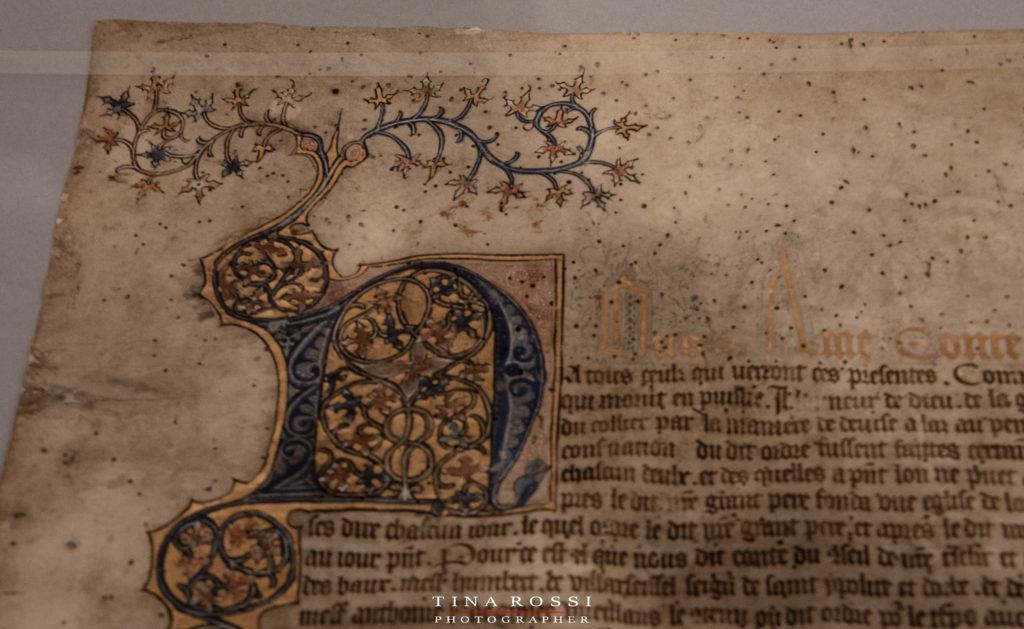 una pergamena antica scritta a mano