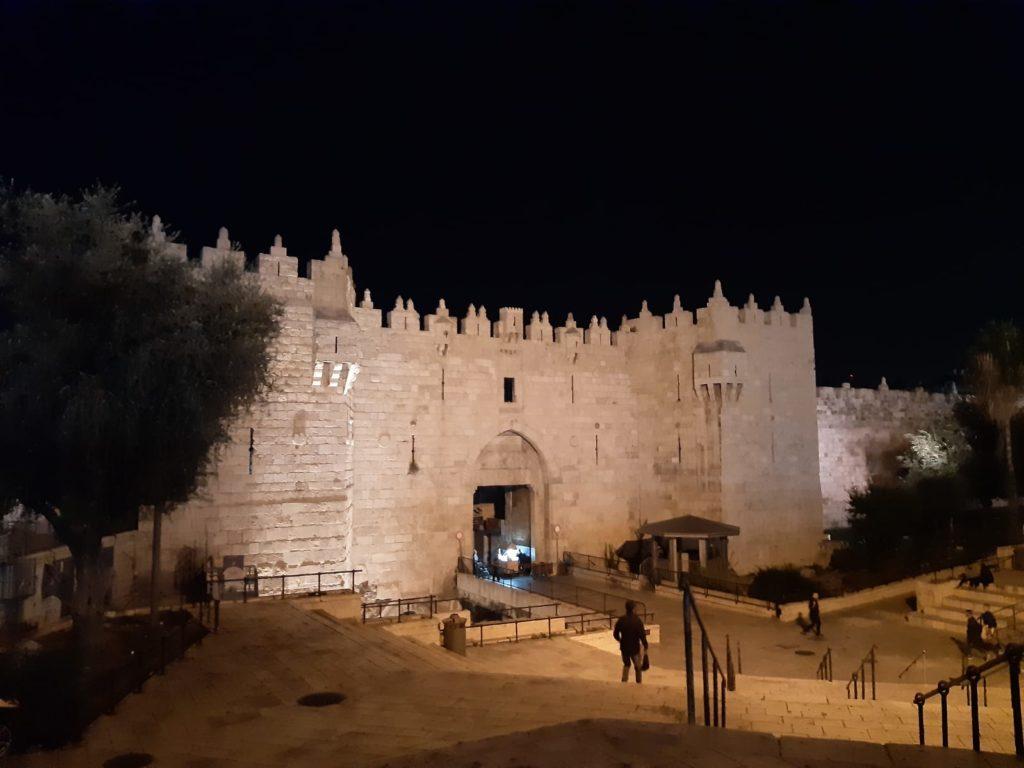 La scalinata che porta alla porta di Damasco, scatto notturno