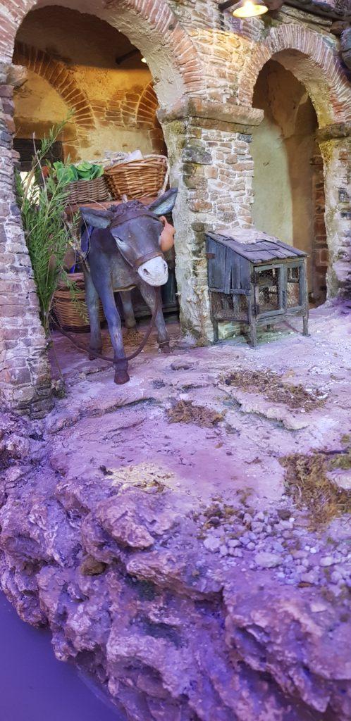 Una statuine di asinello nel presepio isola di Gozo