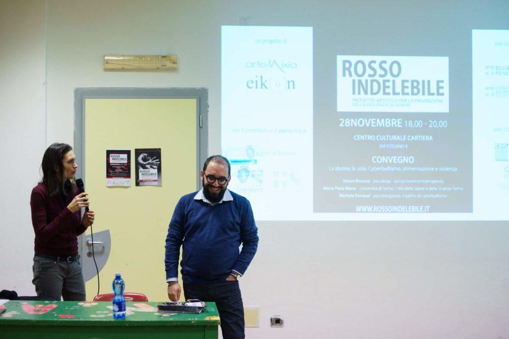 Lo psicoterapeuta Michele Ferraud  e la curatrice Rosalba Castelli durante un convegno contro la violenza e il cyberbullismo