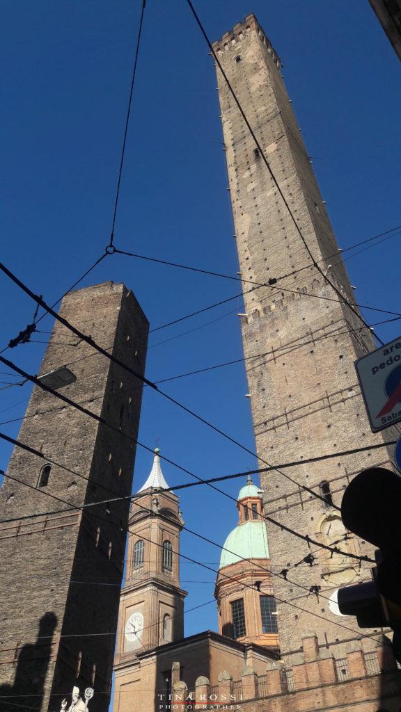 Bologna, tra le cinque cose da vedere ci sono le Torri degli asinelli