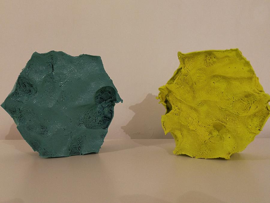 rappresentazione d'arte di antonello spadafora, vi sono due forme esagonali una accanto all'altra, una verde acqua ed una giallo senape
