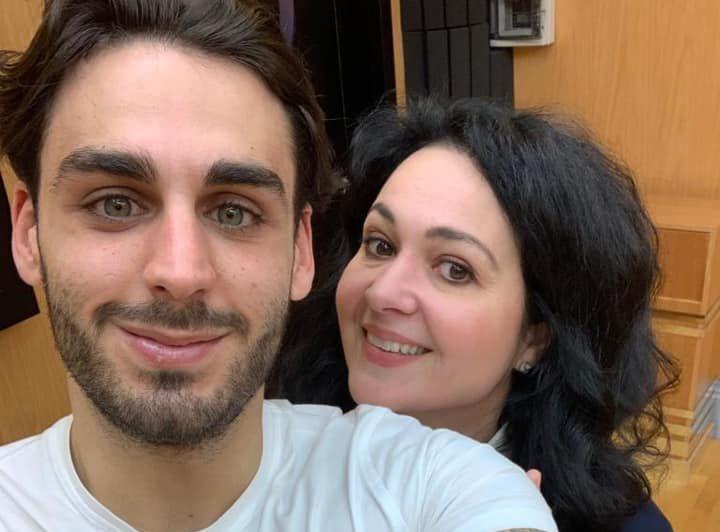 Alberto Urso e Daria Masiero con maglia bianca lui e nera lei in una foto selfie