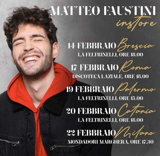 Matteo Faustini con  giubbotto nero con risvolto rosso, ride contento e vicino a lui nella foto tutte le date dell'instore tour