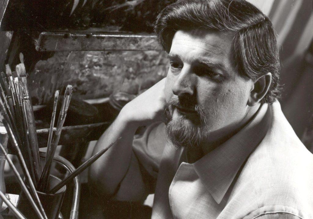 Il pittore dell'inconscio Lorenzo Alessandri in una foto in bianco e nero nel suo studio dell epoca.