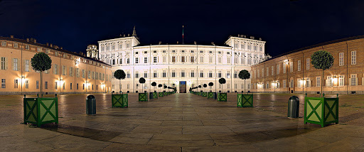 Reali sensi - Il Palazzo Reale di Torino di notte illuminato in modo molto suggestivo