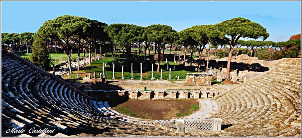 Ostia Antica Festival con l'arena del teatro romano antico