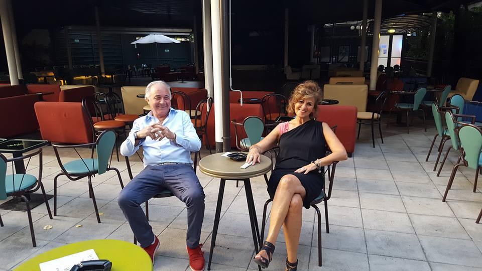 Toni Campa e Luciana De Biase seduti al tavolino de La Terrazza