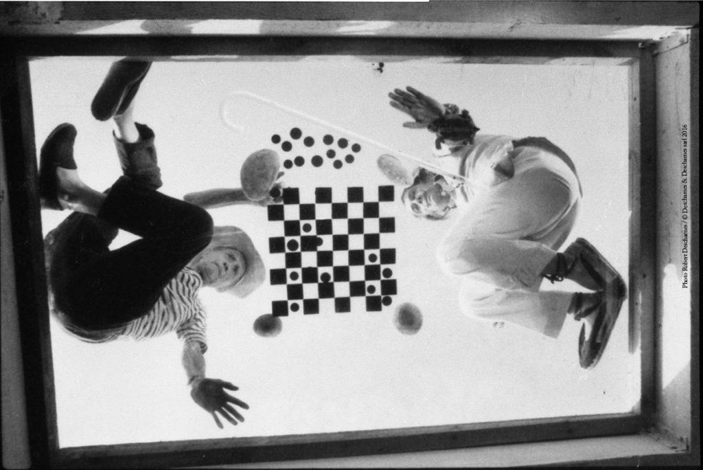Marcel Duchamp: in un fumetto la sua vita ready made duchamp e dali che giocano a scacchi