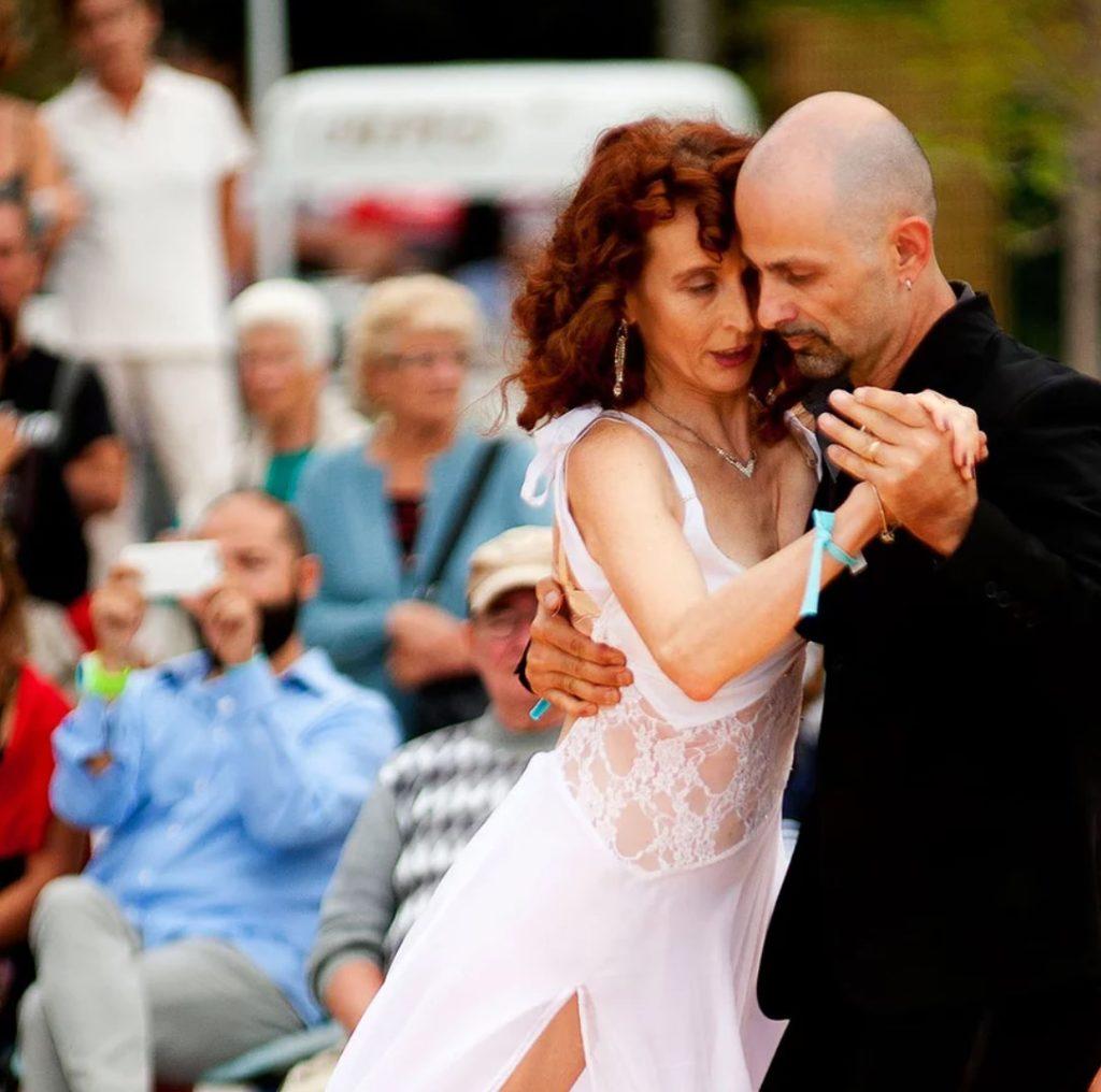 #CasbaretShow - Monica e Giorgio mentre ballano un tngo