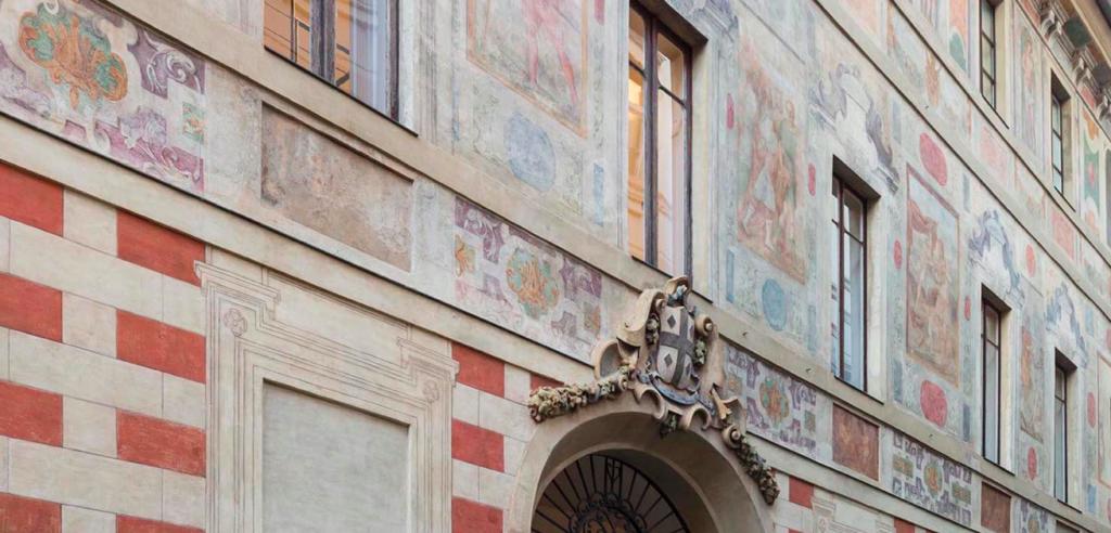 Galleria Persano inaugura nuovi spazi con Pistoletto e Varotsos. esterni palazzo decorato