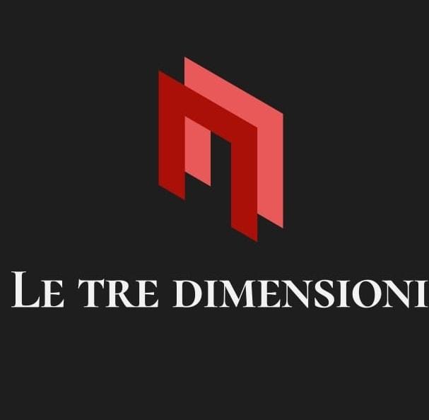 """LeTre Dimensioni - il logo su sfondo nero due m un arossa e una rosa e la scritta bianca """"Le tre dimensioni"""" sotto"""
