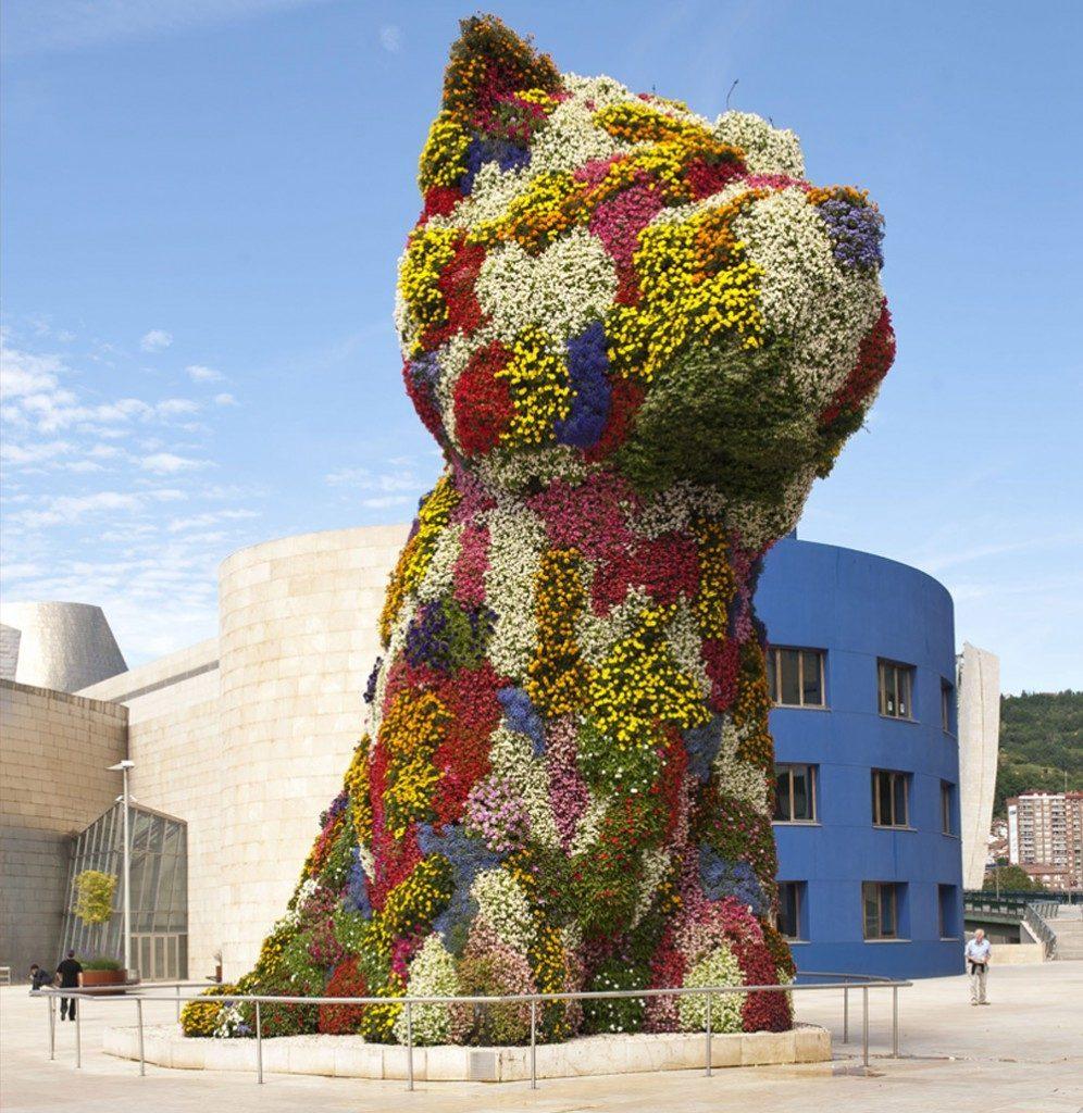 Puppy con la mascherina al Guggenheim