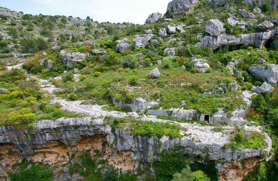Lo straordinario paesaggio della Necropoli rocciosa di Pantalica