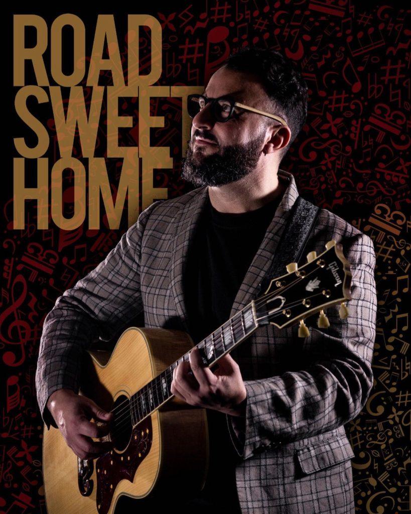 giulio larovere - la copertina dell'album road sweet home, che ritrae il cantante con la chitarra a tracolla, e la scritta dorata