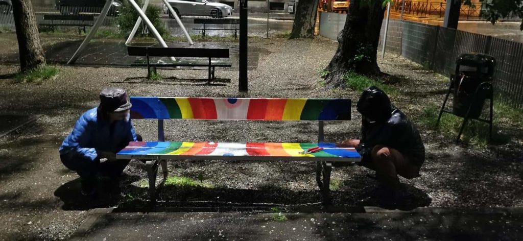 Insieme contro la violenza, il grido arcobaleno di Torino. Panchine Arcobaleno