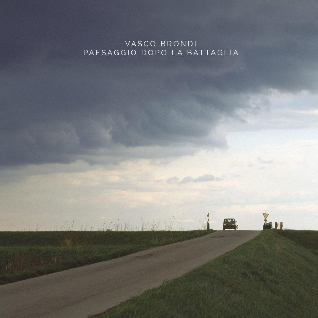 vasco biondi paesaggio dopo la battaglia la copertina dell'album con una panda che esce dalla tempesta in un paesaggio collinare ferrarese