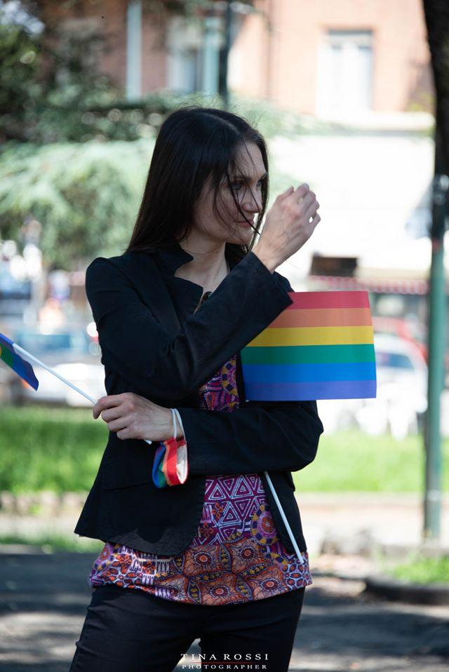 Panchine Arcobaleno a Torino per la Giornata Mondiale contro l'omofobia. Rosalba Castelli con la bandiera peace and love Arcobaleno