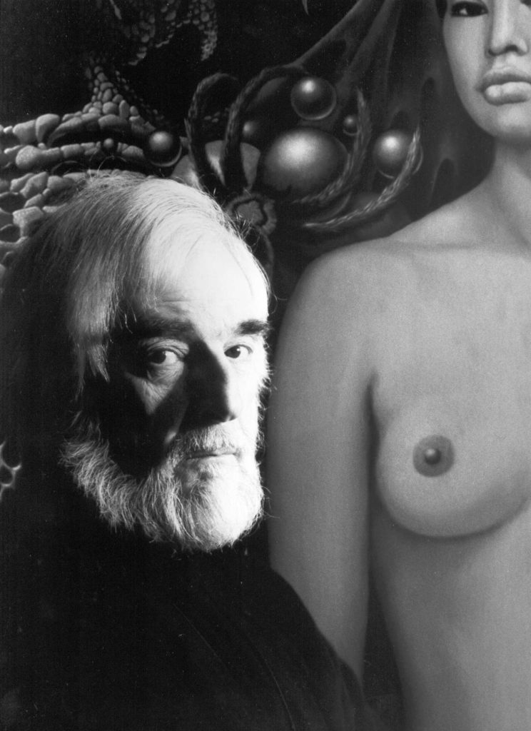 Lorenzo Alessandri e Gustavo Rol, due volti della Torino Magica. Il pittore accanto a uno dei suoi dipinti in una foto in bianco e nero.