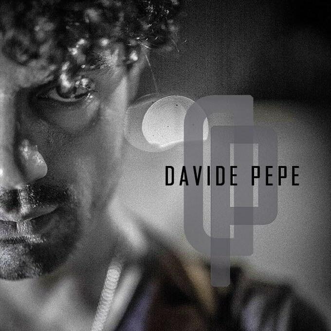 Davide Pepe - la copertina del disco, in bianco e nero, si vede solo metà del volto, capelli ricci e pizzetto con baffi, e la scritta