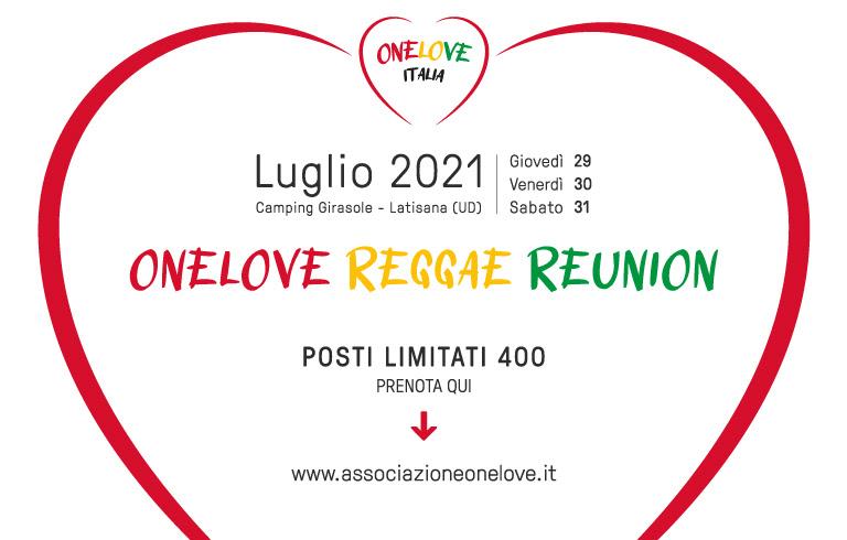 One Love reggae reunion il logo fatto da un cuore dal contorno rosso su sfondo bianco e le scritte della locandina