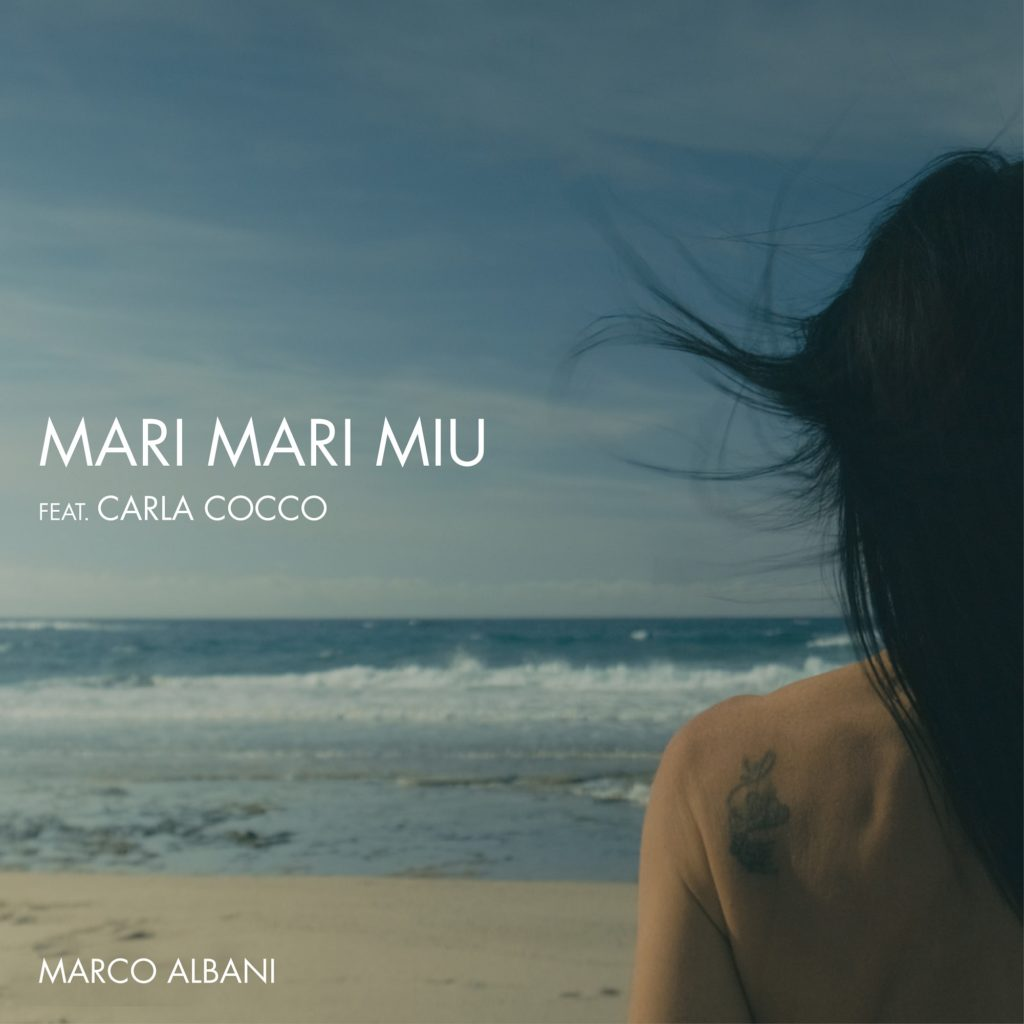 mari maari miu - la copertina del singolo che raffigura una spiaggia, le onde del mare e una ragazza di spalle che guarda l'orizzonte